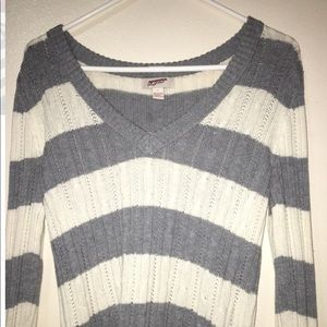 Knitted long sleeve V neck